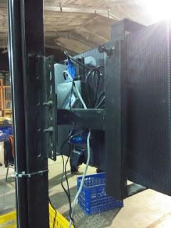 PCStation AGC200L Di belakang LCD